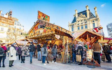 Strolling around the Christmas markets of Paris