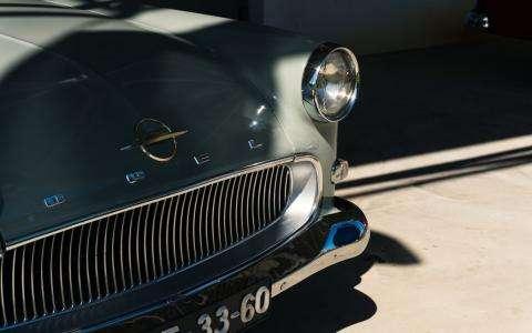 Exposition Rétromobile: vitrine de l'automobile de collection