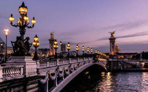 Discovering the bridges of Paris