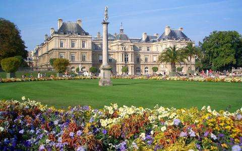 Enjoy the green haven of the Jardin du Luxembourg