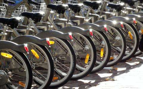 Discover Paris by bike with unusual rides and ... the bike festival!