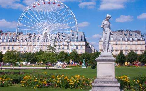 A sweet summer at the Jardin des Tuileries in Paris
